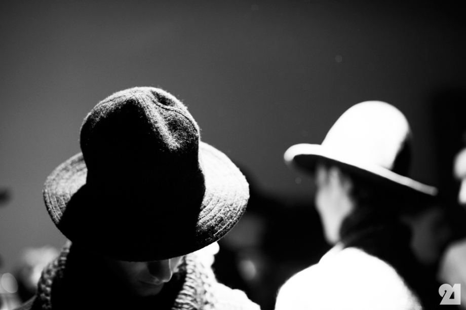 Hat tipper -Le-21eme-Adam-Katz